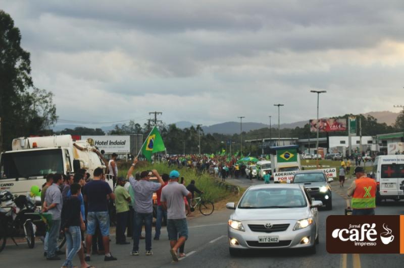 Greve de caminhoneiros em Indaial - 9º dia - Fotos: Rafael David