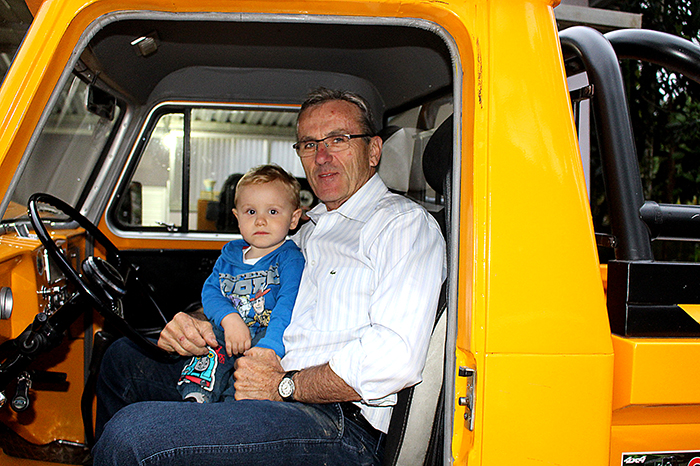 O pequeno Benício é grude do avô, indo com ele para todos os lados, sempre pronto para o passeio
