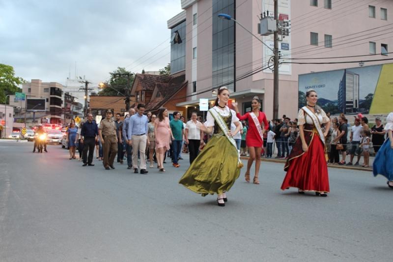 Desfile - 84 anos de Indaial - Rua Tiradentes (em frente à Prefeitura)
